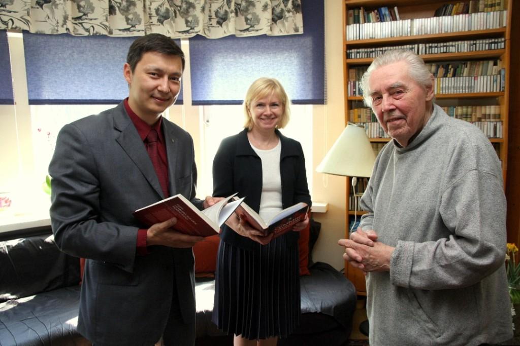 Maestro Valter Ojakäärule anti üle Tallinna teeneka kultuuritegelase preem