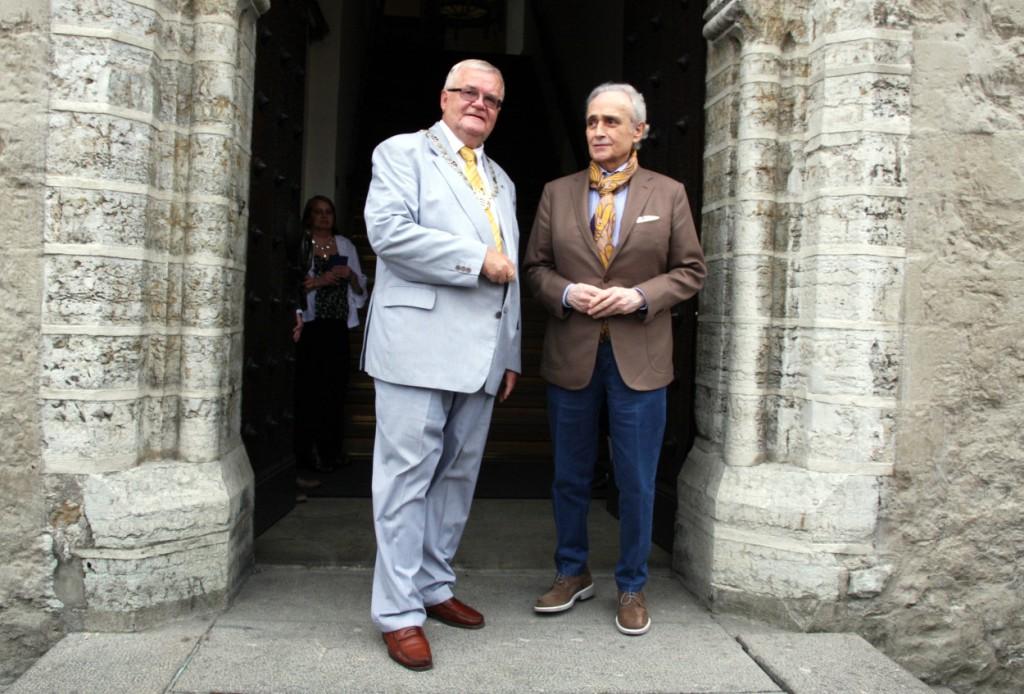 Linnapea võttis raekojas vastu maestro José Carrerase