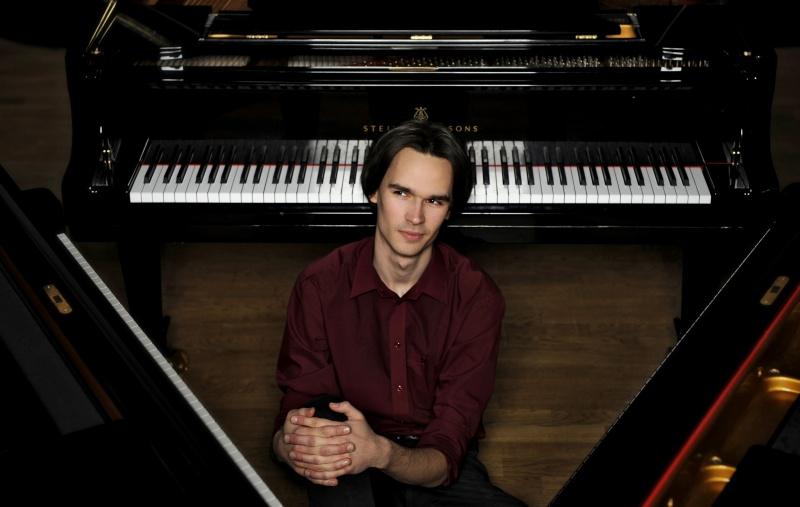 President Ilves pianist Mihkel Pollile: sa teed Eesti tuntumaks ja suuremaks