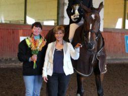 Hobusõbraliku-koolisõidu-auhinna-võitsid-sel-aastal-Liis-Liblikmaa-ja-Chocolate.jpg