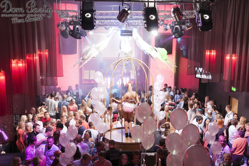 GALERII: Klubi Teater tõi Dom Party Pärnusse