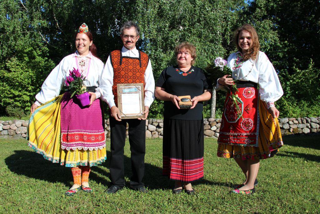 Saare maakonnas Muhumaal tunnustati Malle ja Tõnu Mätase perekonda