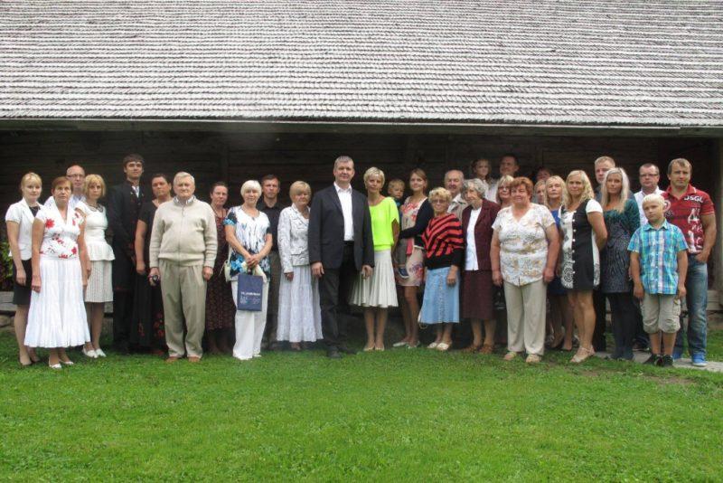 Viljandi maavanem tunnustas kodukaunistamise konkursil osalenuid