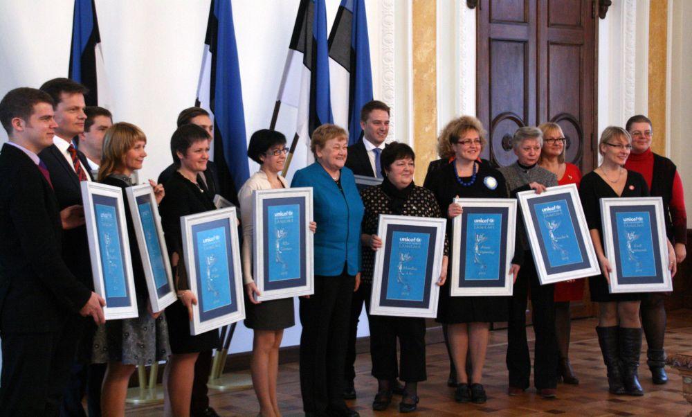 Ene Ergma tänas Riigikogus UNICEFi laureaate