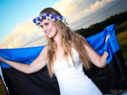 Eesti-lipuga.jpg
