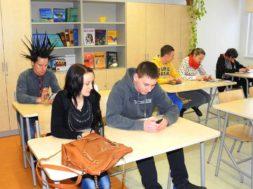 Marek-Sadam-jagas-Paides-noortele-õpetusi2.jpg