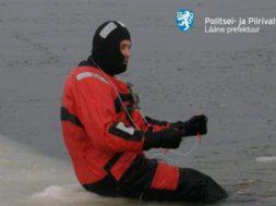 Esimesed-48-vabatahtlikku-merepäästjat-saavad-tunnistused1.jpg