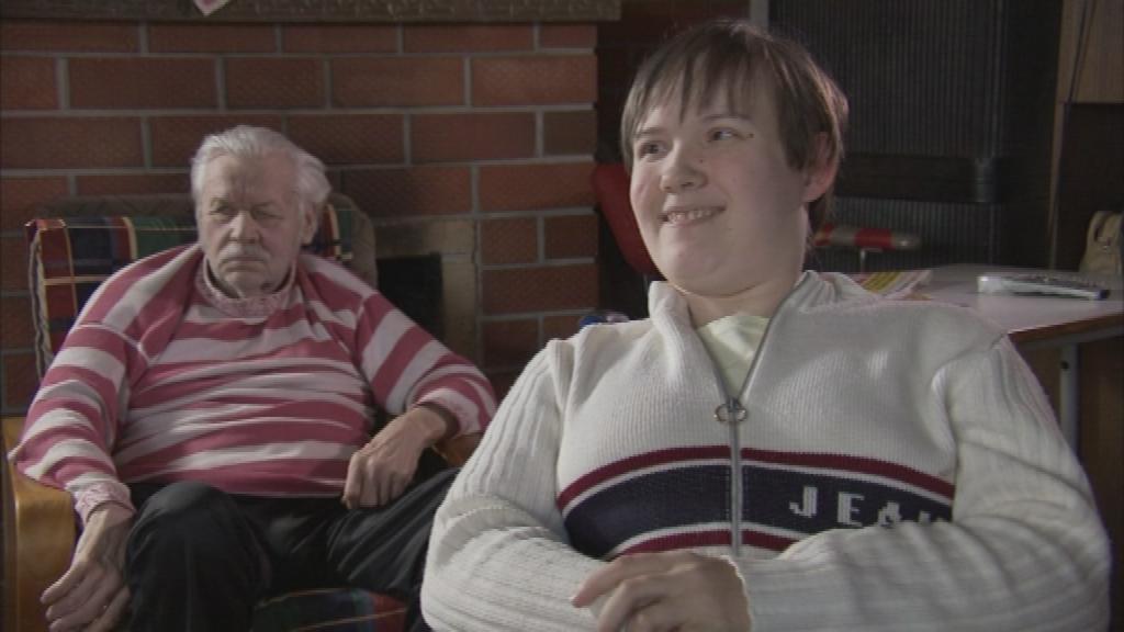 """""""Kodutunde"""" hooaja avasaade aitab vaprat vanaema"""