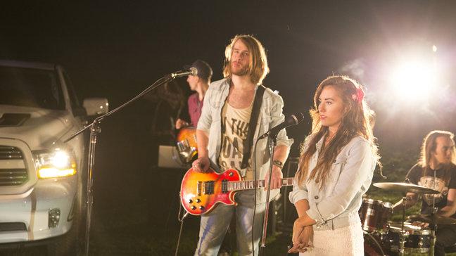 "KUULA! Triin Niitoja & John4 avaldasid singli ja video ""Jää"""