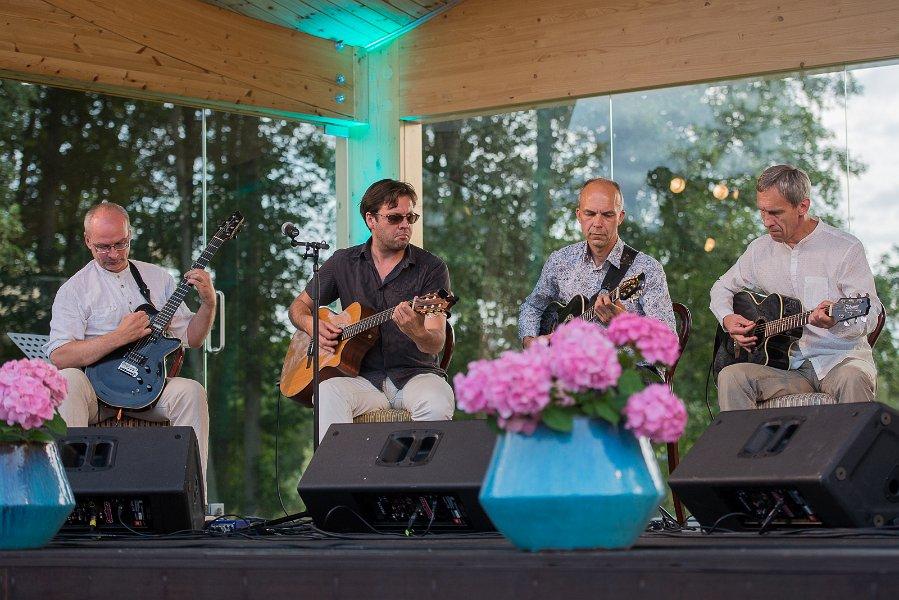 GALERII! Vaata pilte meeleolukast kontserdist Kõltsu mõisa aias