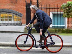 Briti-moelooja-sir-Paul-Smith-sõidab-eestlase-disainitud-jalgrattaga.jpg