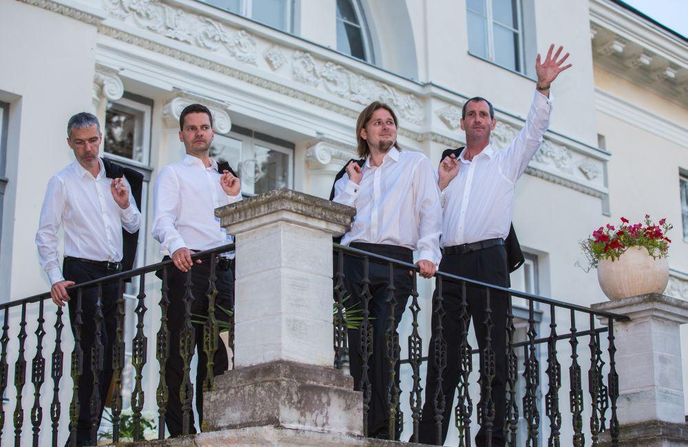 TŠELLO, LILLED JA LAUL! Kuidas tšellokvartett C-Jam õrnema soo esindajaid naistepäeval üllatab?