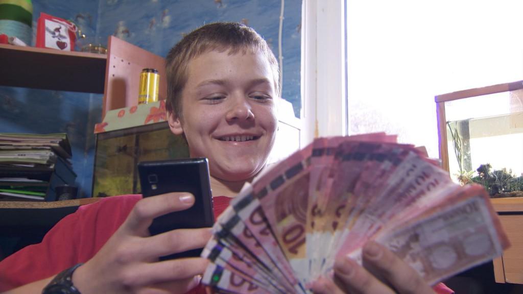 """""""Teismeline rahaboss"""" annab Eesti laste käsutusse pere rahakoti!"""