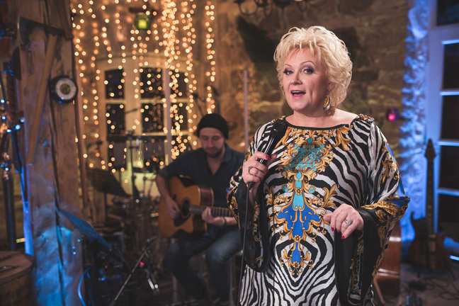 JAAK JOALA AUKS! ELU24! Video: Anne Veskil oli «Mu kodu» lauldes klomp kurgus