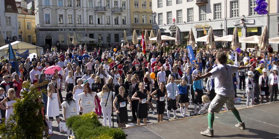 HEATEGEVUSLIK JOOKS! Rat Race 2015 toob publiku ette eurolauliku Stig Rästa