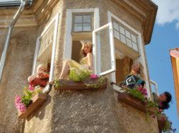 NaisedKöögis_tornis.jpg
