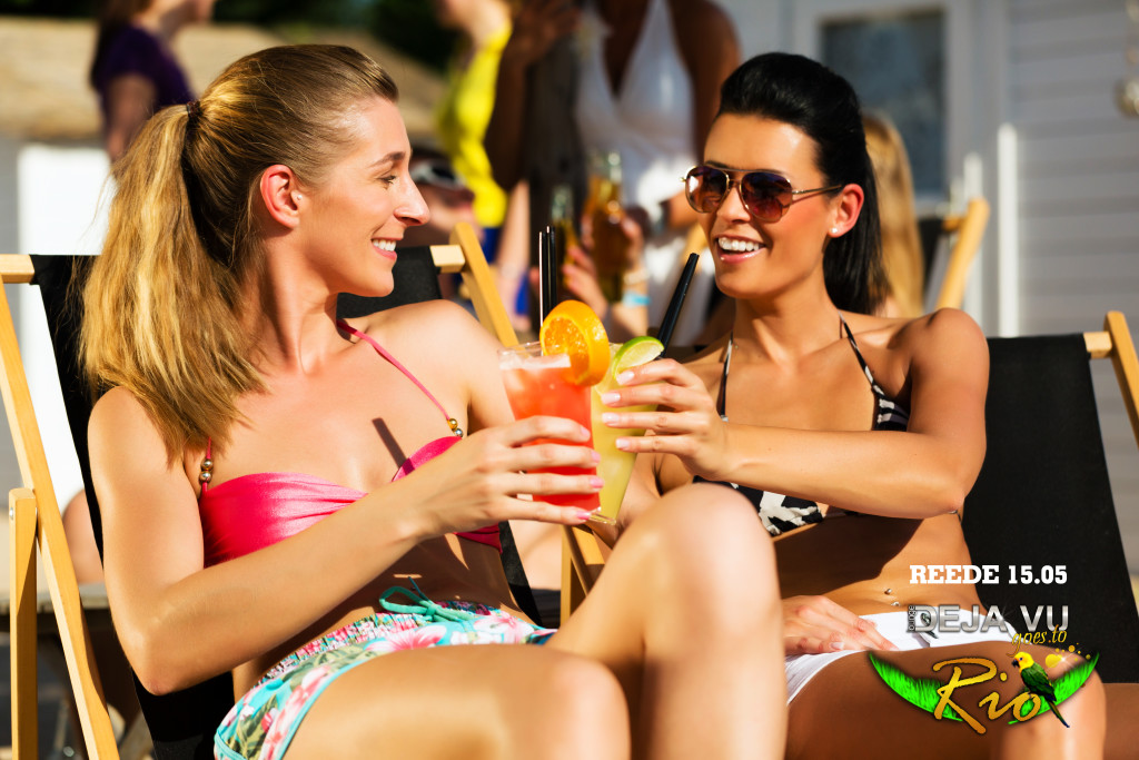 girls-sipping-drinks_ (1)