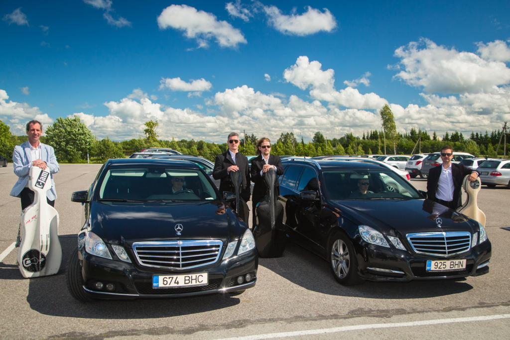 Saksa Takso viib õnnelikud kontserdinautijad tšellohelide imelisse maailma