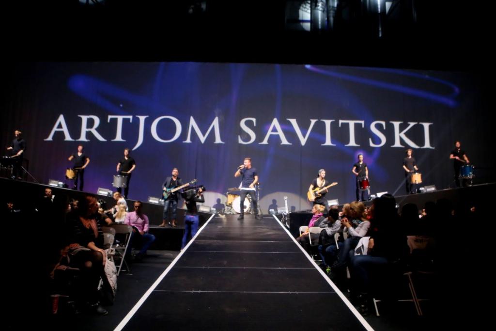 FOTOD! KING OF KINGS! Laulja Artjom Savitski on võitluskunstide suurüritusest vaimustuses