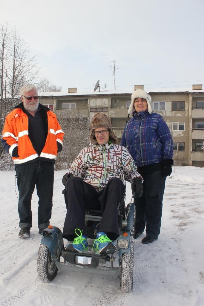 HEADE INIMESTE HEA TEGU! Eckard Klug kinkis kirjamees Toomas Reisalule elektroonilise ratastooli