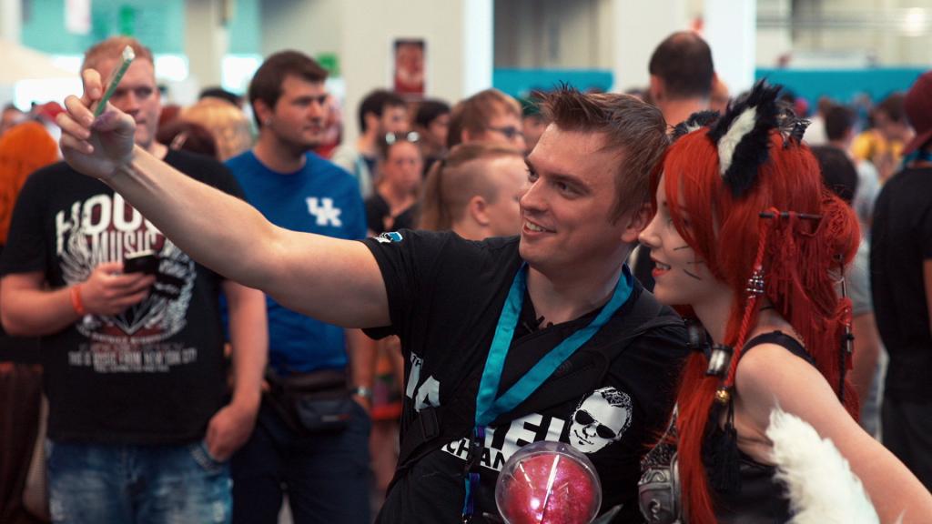 TÄNA! ETV näitab dokumentaalfilmi kõmulisest Eesti youtuberist HDTanelist