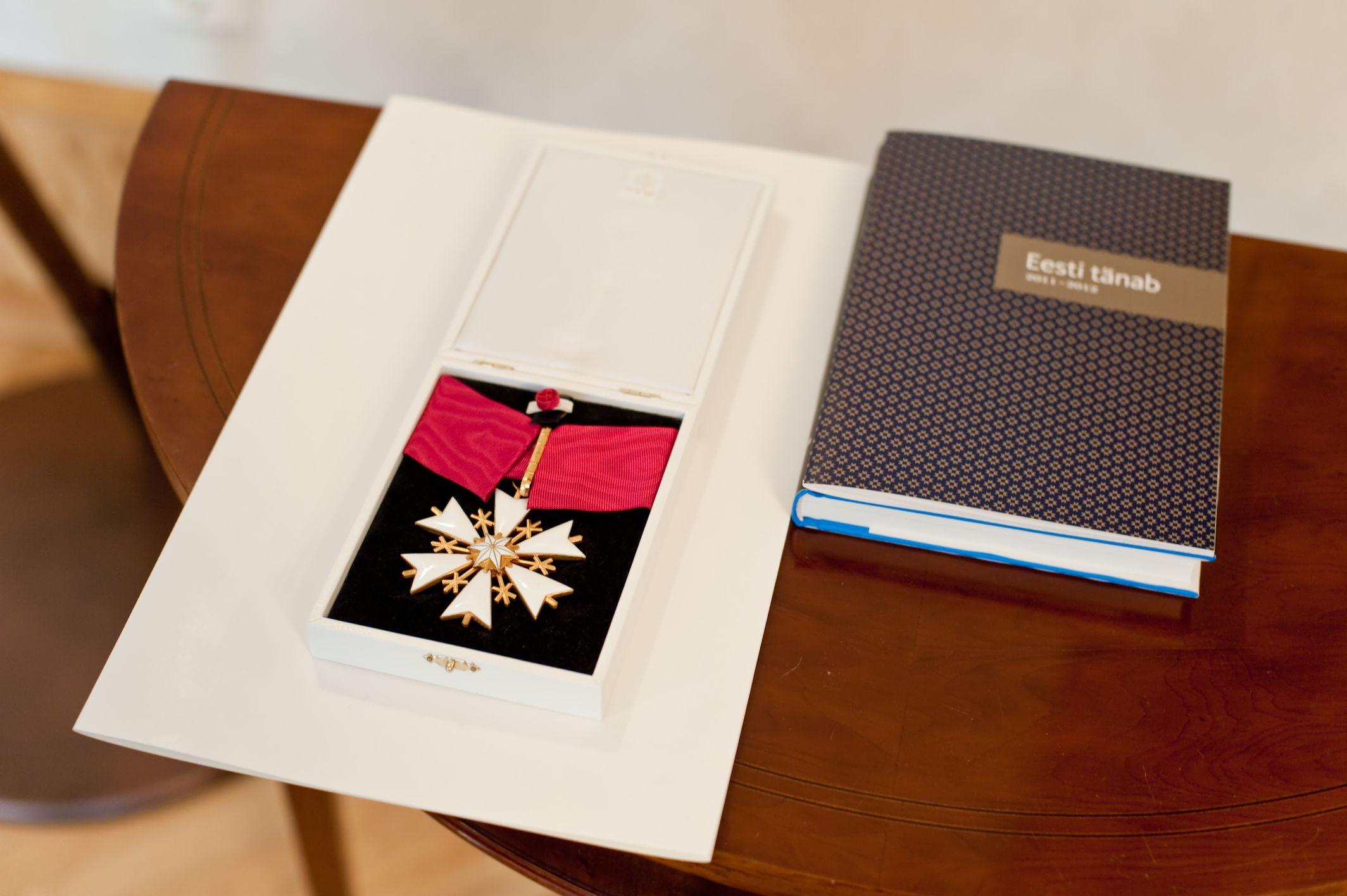 EESTI TUNNUSTAB! Eesti tunnustab iseseisvuspäeva eel riigi teenetemärkidega 99 inimest