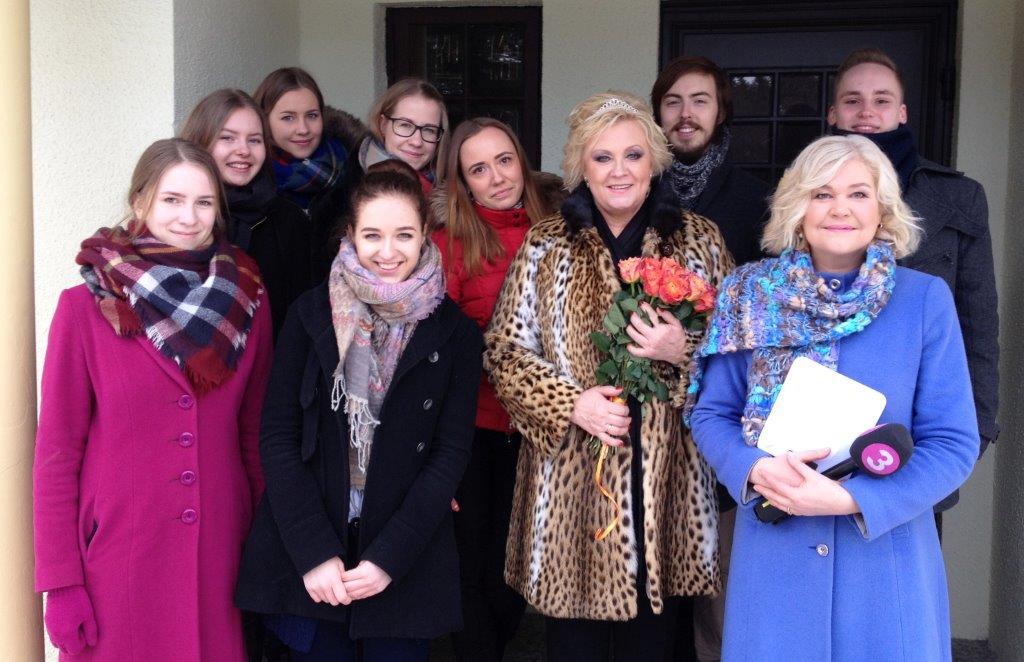 VIDEO! Anne Veski krooniti täna hommikul Kuningannaks