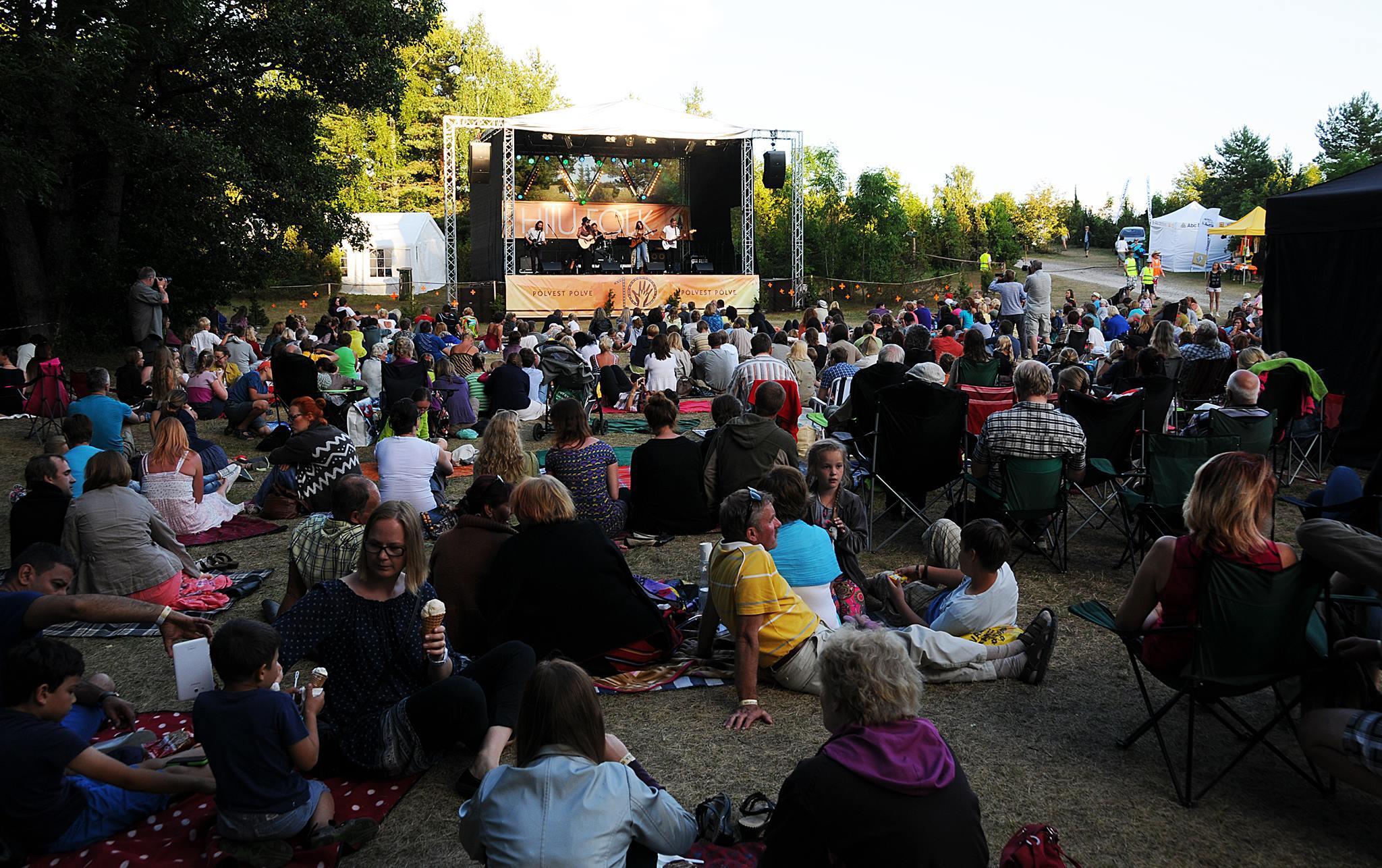 PILETID MÜÜGIL! Kogupere pärimusmuusikafestival Hiiu Folk alustab täna piletimüügiga