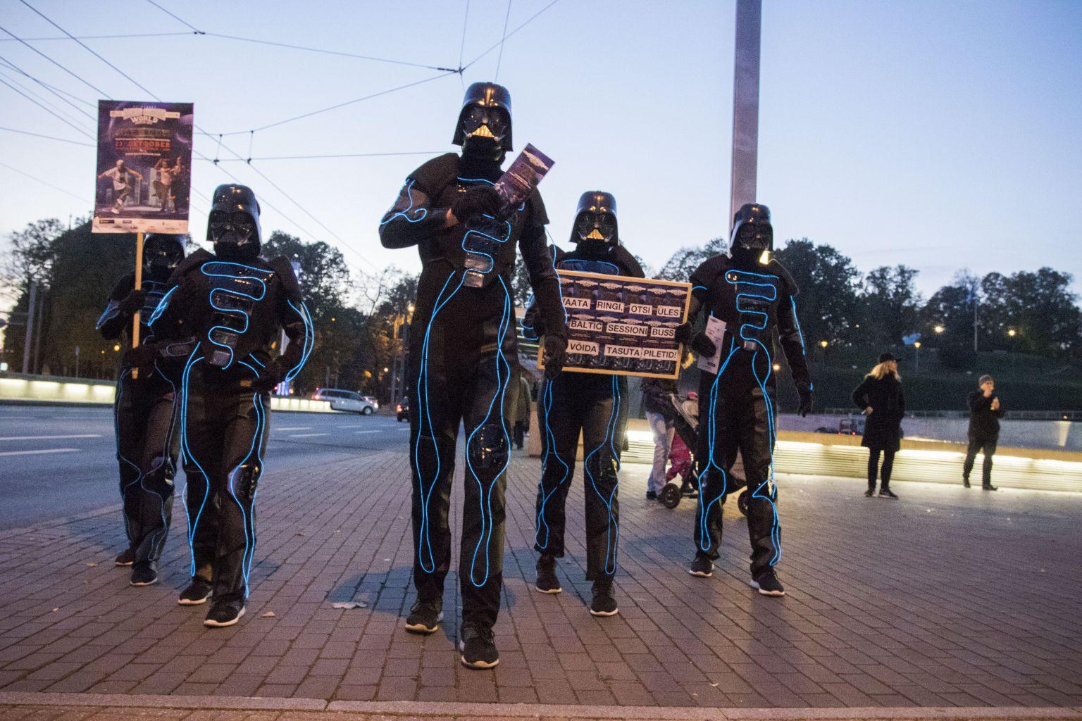 VAATA GALERIID! Tähesõdade pimeduse rüütlid möllasid Tallinnas