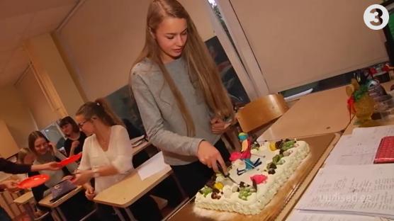 Vaata intervjuud sünnipäevalapsega! Kelly Sildaru sai magusa üllatuse osaliseks otse koolitunnis