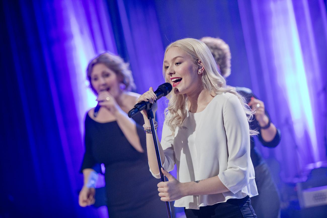 """""""Nädalalõpp Kanal 2ga""""! Ariadne jagab lõbusaid seiku lavalt ja tööst eakate päevakeskuses"""