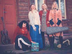 Ansambel Naised köögis avaldas uue räpivõtmes singli Aasta Ema