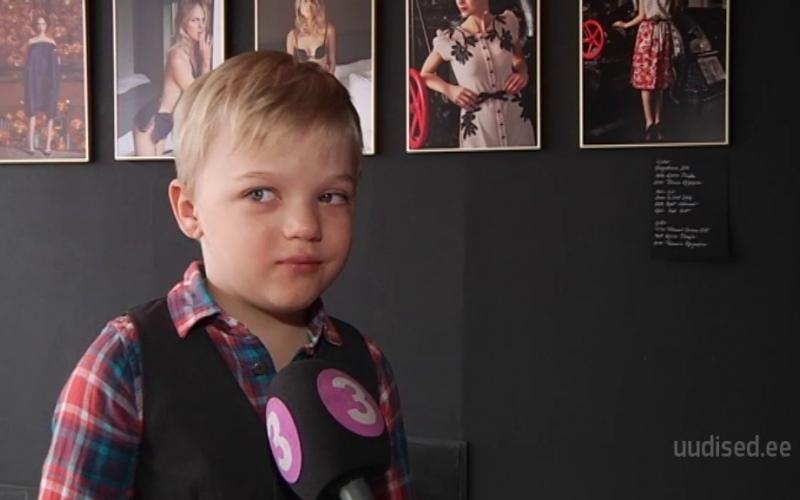 Vahva video! Väikesed asjatundjad Olga Makina näitusest: mehi ja hobuseid võiks rohkem olla