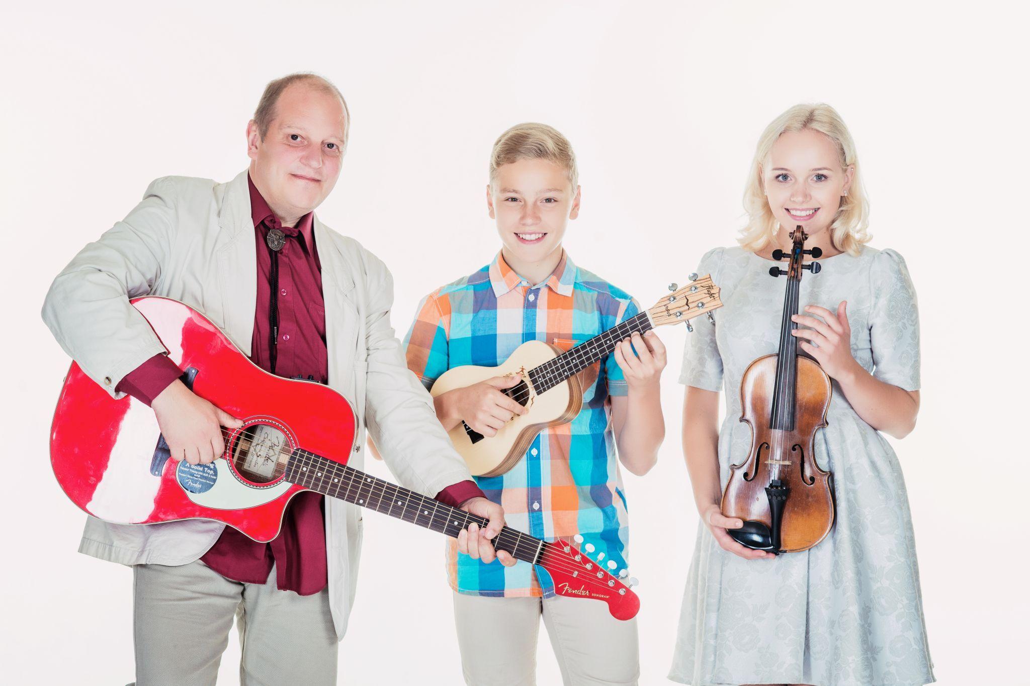 SUVESTUUDIO VIDEOD! Männiste Perebänd ühendab lauluhimulist isa, poega ja tütart
