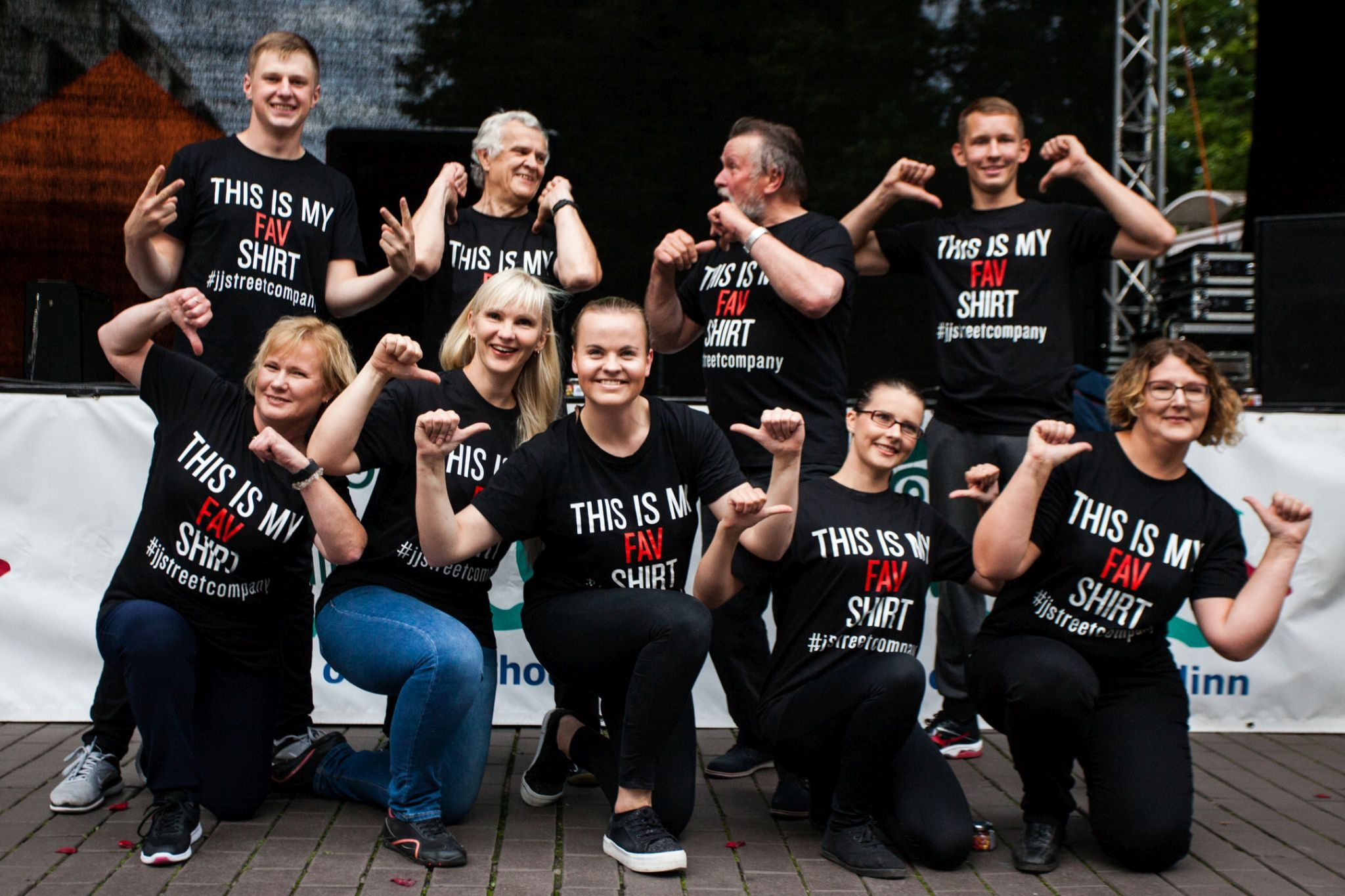 """Küll on lahedad koolijuhid! Streetshow tantsulavastuses """"Avantürist"""" astuvad üles Tartu koolidirektorid"""