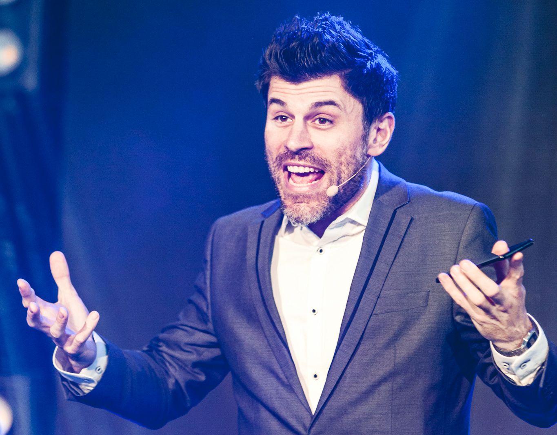 Lisatud nimekiri! Millised on Comedy Estonia eestvedaja Louis Zezerani lemmiksaated?