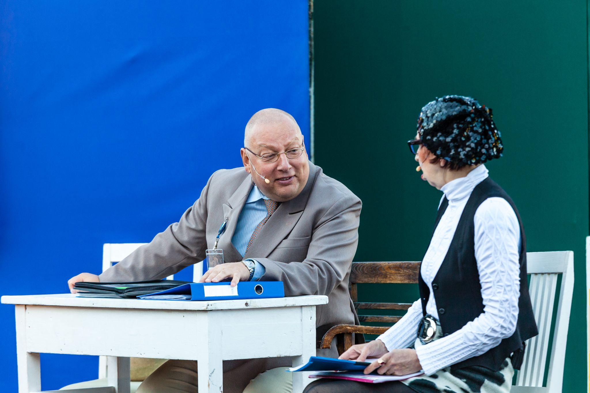 """Näitleja Peeter Kaljumäe: """"Elagu eurotoetused"""" on tugevalt satiiriline tükk ja inimesed naeravad kogu südamest"""