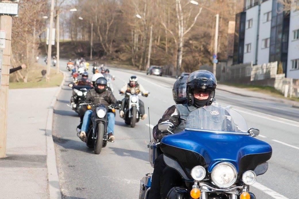 """6898d68d449 """"Tegemist on toredate meeste ja naistega, kellel kõigil on oma töö ja  igapäevaelu,"""" kirjeldab Harley-klubi president Kaspar Kaugija  karm-südamlikke ..."""
