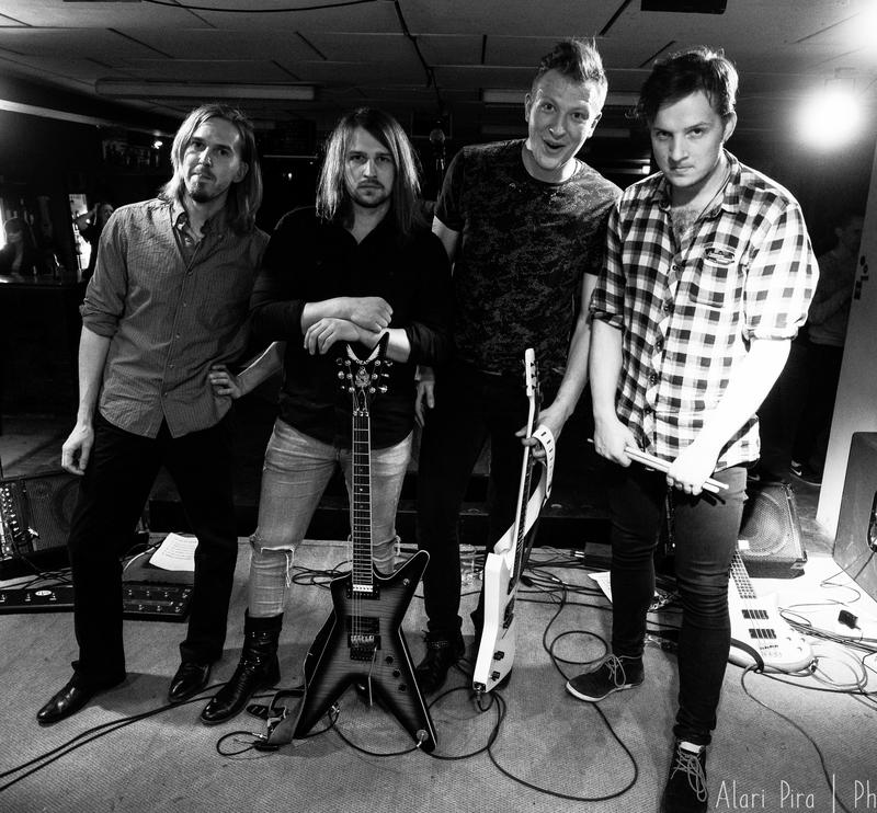 """Uus ja värske ansambel Hurax avaldas debüütsingli """"Mõistatus"""" koos muusikavideoga"""