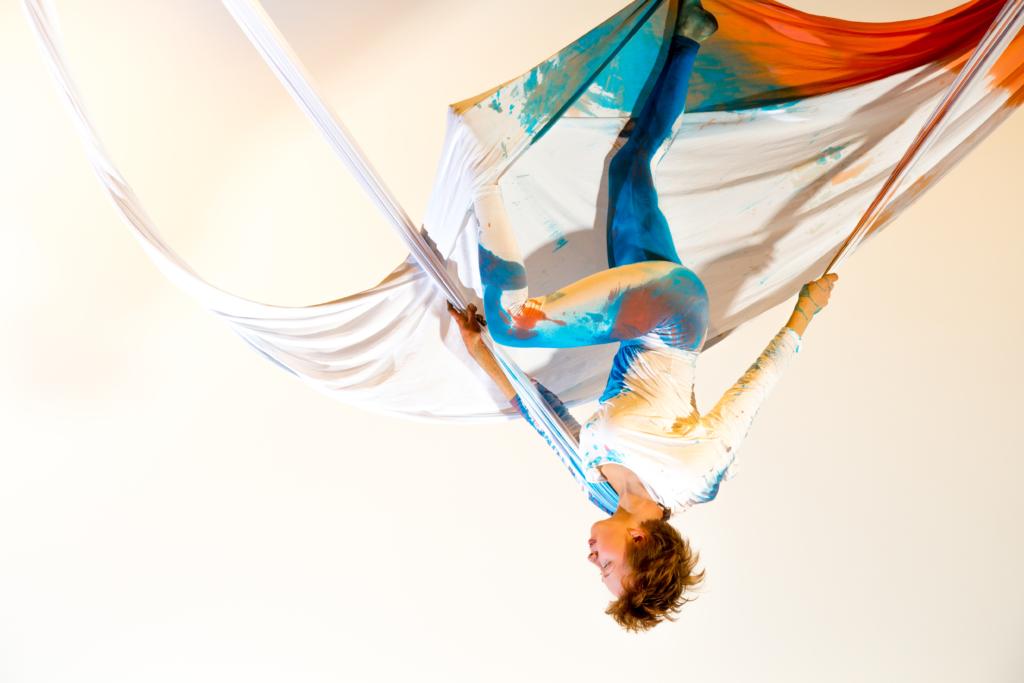 FOTOD JA VIDEOD! Õhuakrobaat Grete Gross esineb Haapsalu tsirkusefestivalil