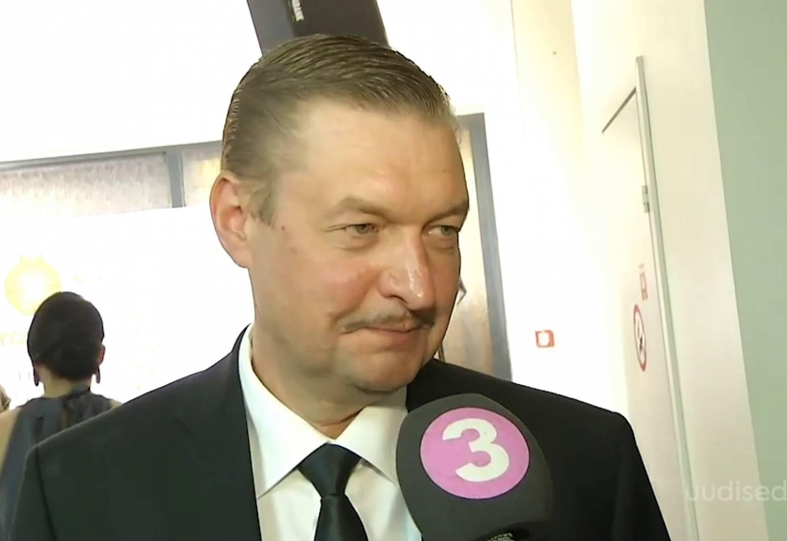 """VIDEO! Šikk Raivo E. Tamm lemmikseriaalist: """"Papad mammad"""" on värskendav tuuleiil Eesti seriaalide maastikul"""
