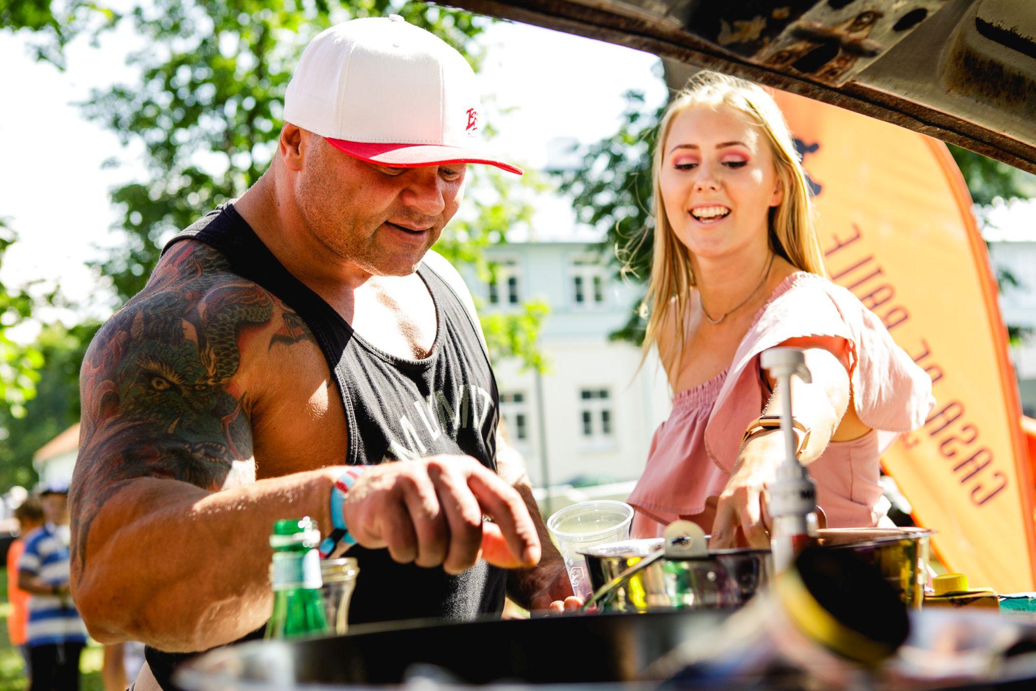 FOTOD! Kulturismi maailmameister Dmitri Uiba käis Haapsalus kohvikokteile meisterdamas