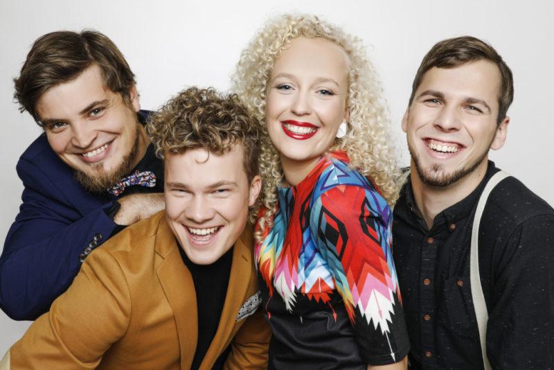 Ansambel Curly Strings pühendab suvise kontserttuuri Eesti juubelile