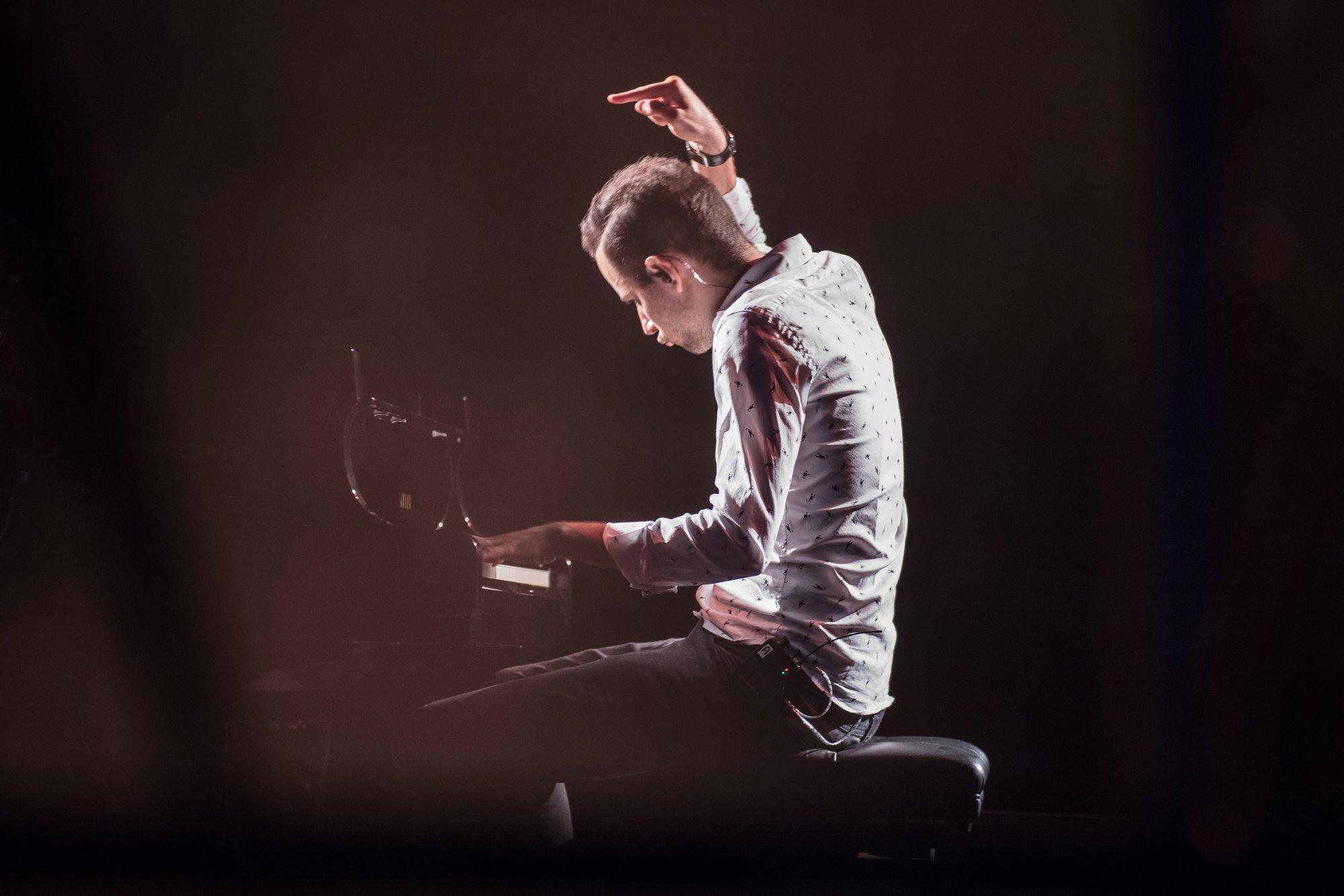 KOHTI VÄHE, OLE KIIRE! Müügile tulid rõdupiletid maailma kiireima klaverimängija Peter Bence kontserdile