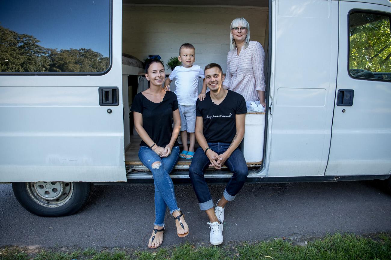 """VIDEO! """"100 erilist eestlast"""" täna: kaubikus elav reisisellidest perekond"""