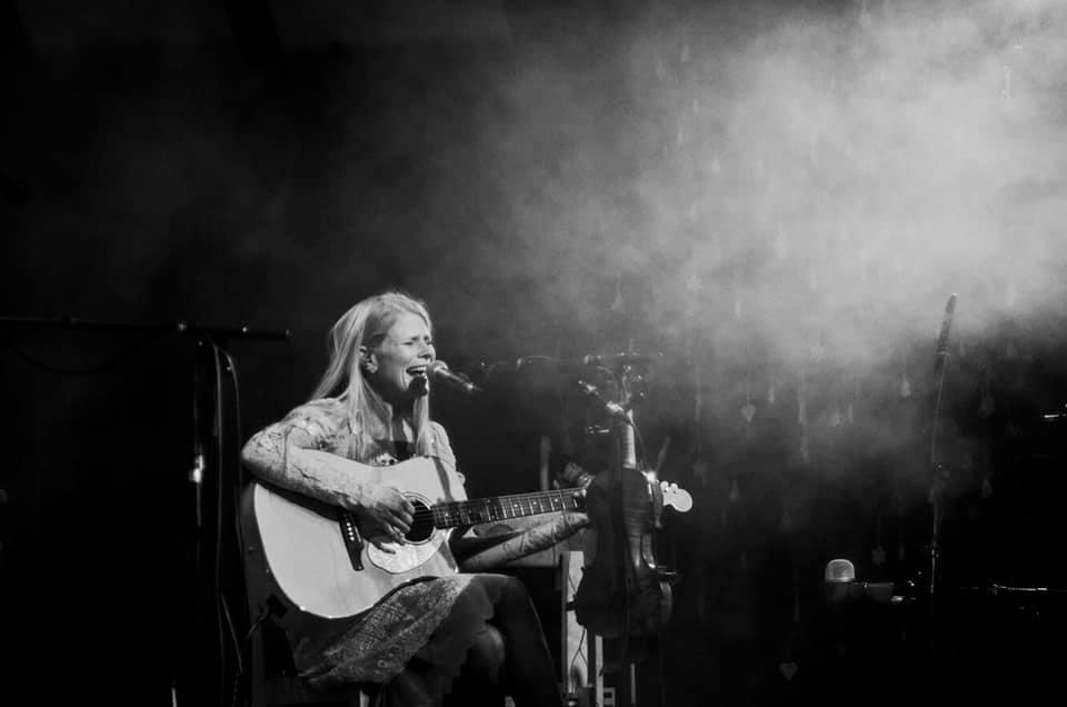 Sofia kitarriga foto Kerttu Kruusla