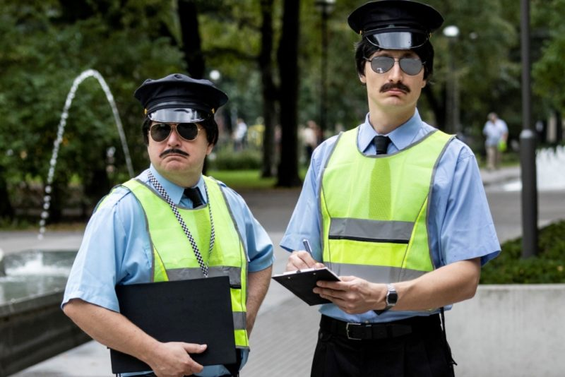 VIDEO I Vaata, kuidas Kristjan Jõekalda ja Karl-Erik Taukar liikluskorraldajatena Politseipargis korda lõid!