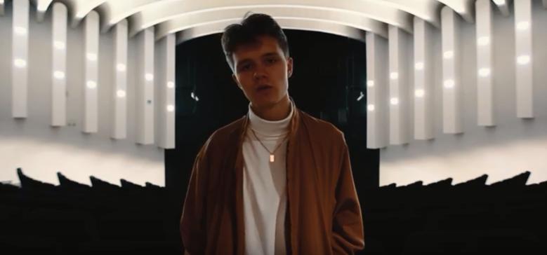 VIDEO! Uus tõusev täht! Poeetilist hip-hopi tegev EiK võidab publiku südameid