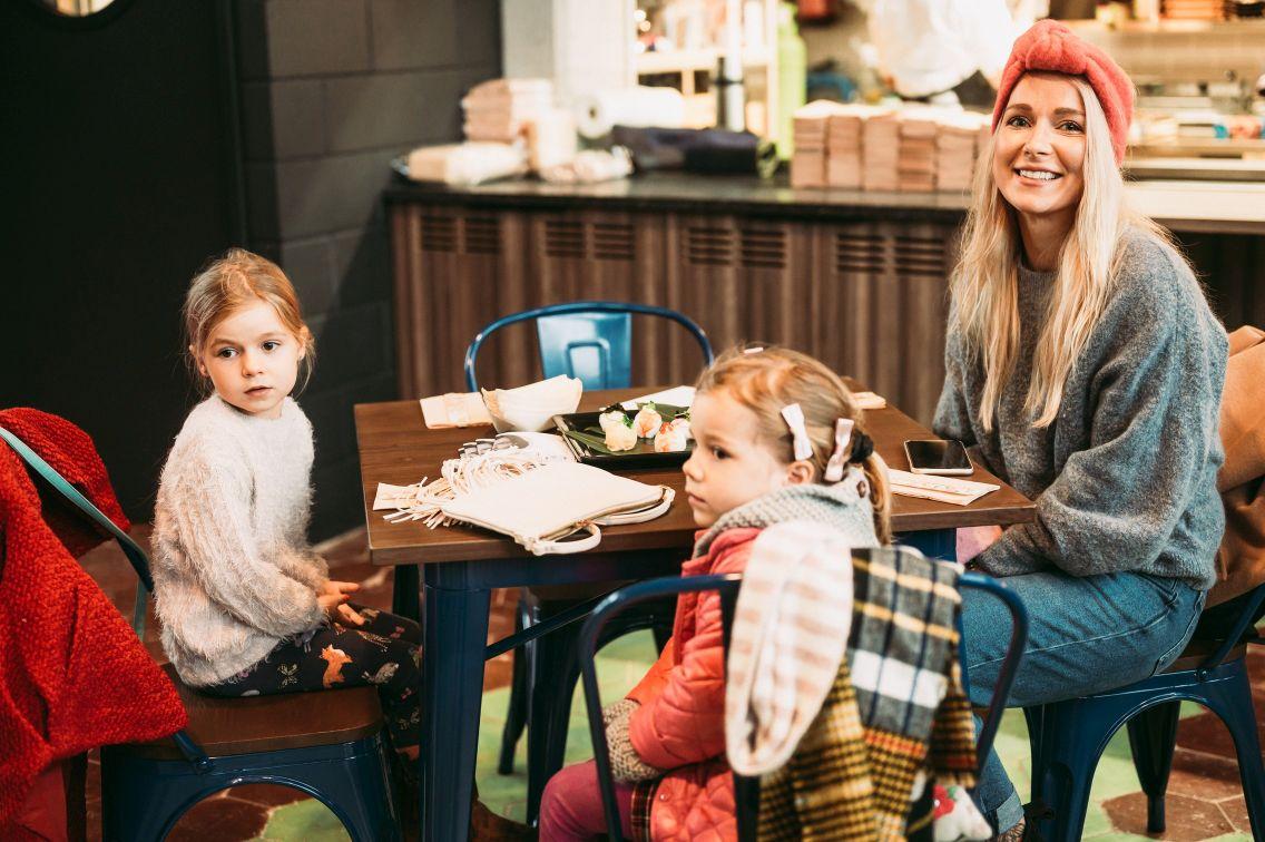 FOTOD! Kuulsad emad-isad pidasid pühapäeval pikalauapidu Tokyo-stiilis restoranis Kampai