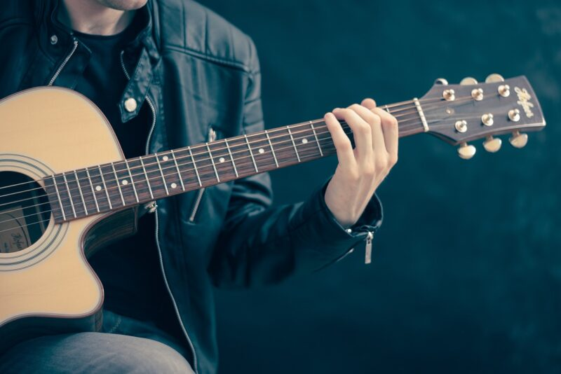 Vaba Laval toimub üliäge kitarrikontsert! Laval viis meest ja viis kitarri, proove ei tehta!
